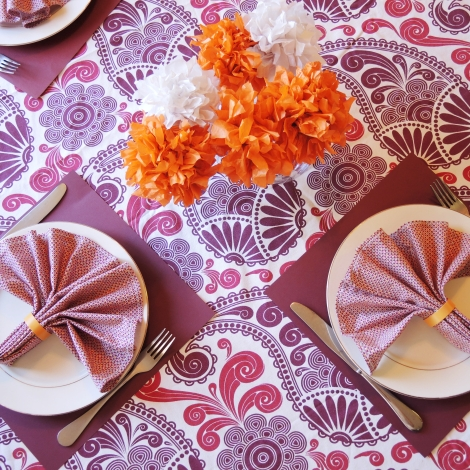 Setting the Stage: Unexpected Dinner Guest - Decor (via thetulleshoppe.com)